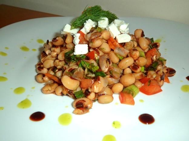 Black eyed peas cold salad with balsamico vinaigrette